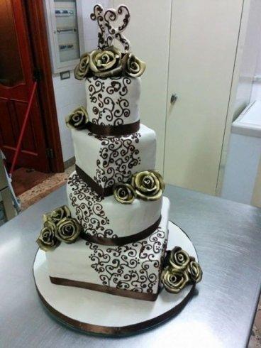 decorazioni con pasta di zucchero, decorazioni per torte a piani, torte con fiori di zucchero