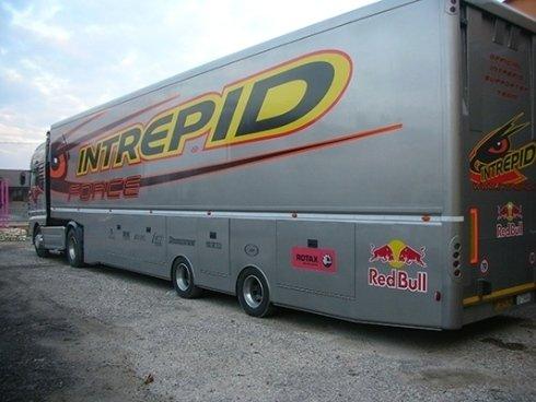 Stampe pubblicitarie per camion, pullman, furgoni e macchine movimento terra.
