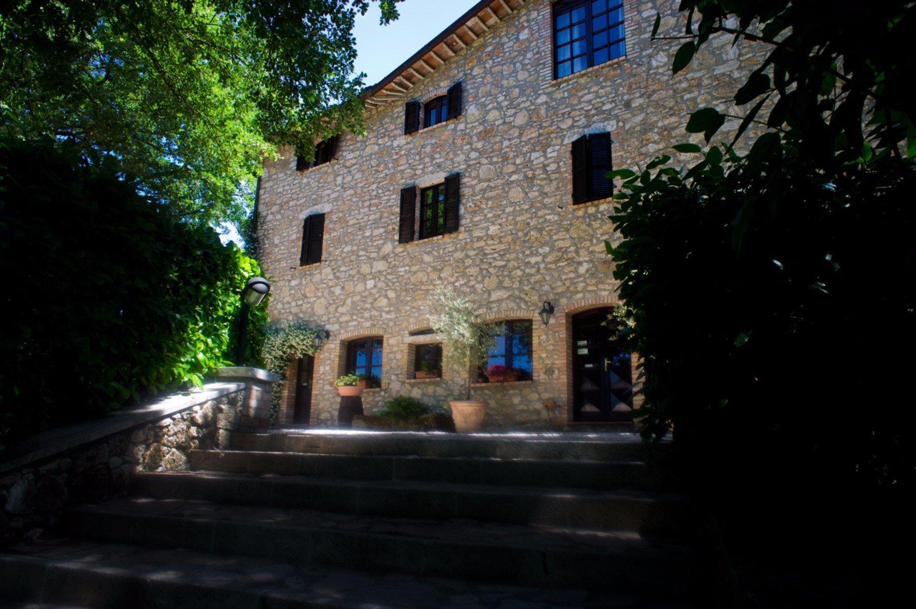 un edificio in pietra