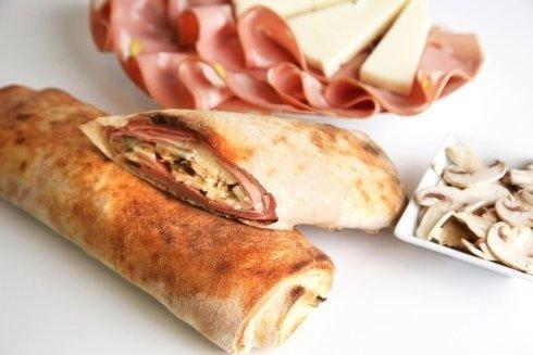 rotoli con mortadella e formaggio