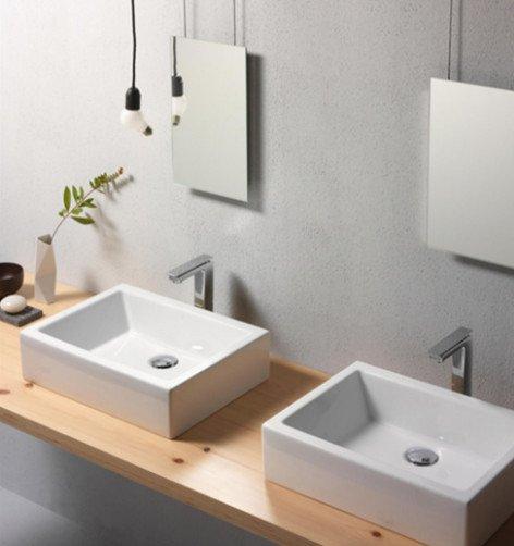 doppio lavandino a recipiente rettangolare con base in legno