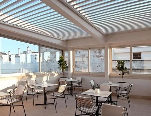 Sistema di copertura con lamelle in alluminio per terrazza