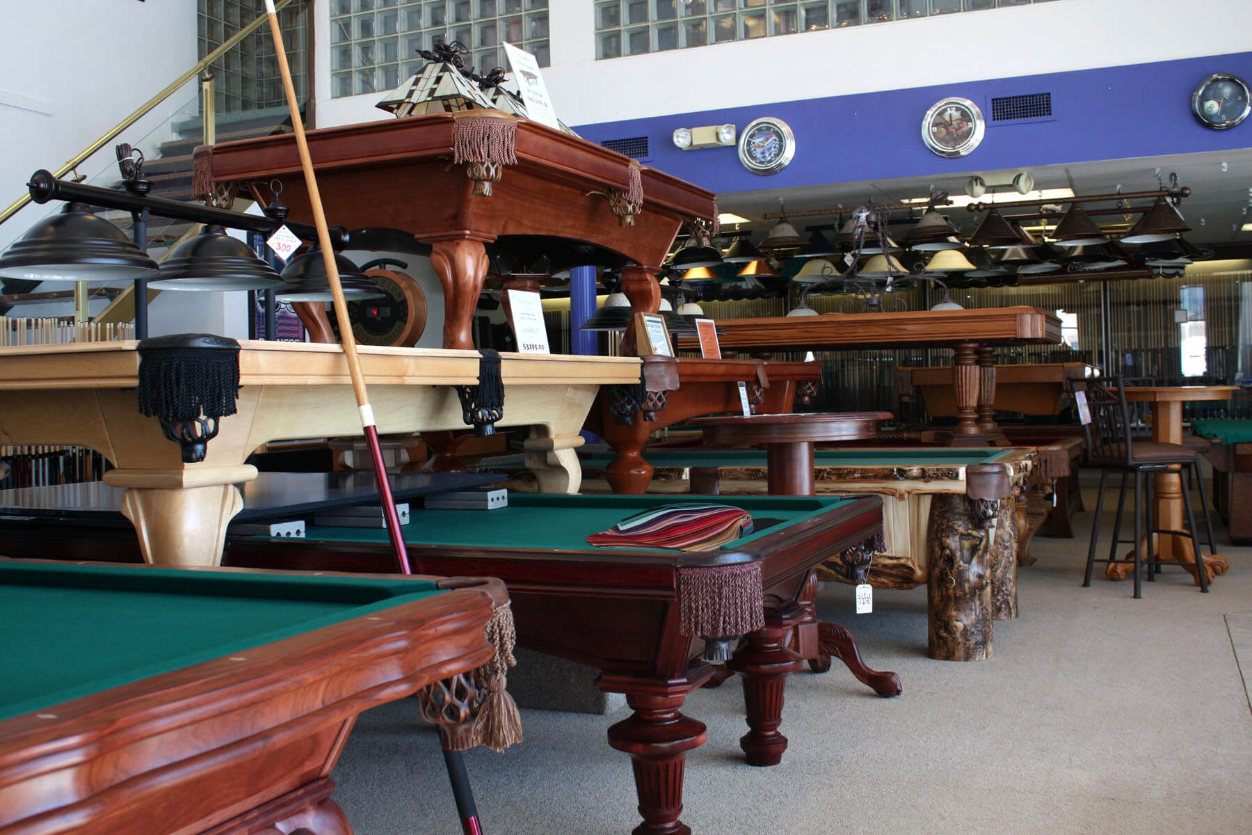 Best Quality Billiards Pool Table Showroom Store
