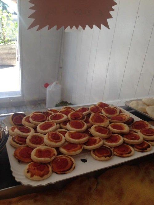 un vassoio di pizzette per celiaci