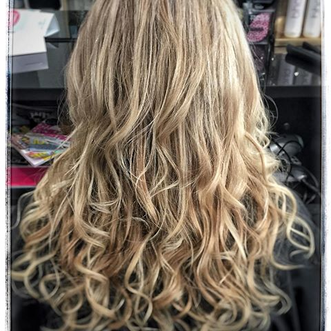 long curly lowlight and highlighted blonde hair