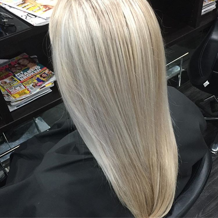highlighted straight blonde hair