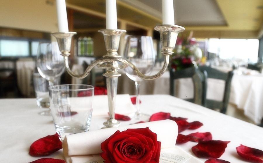 Tavolo allestito per matrimonio