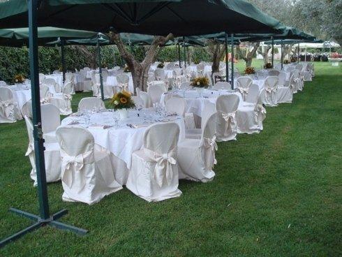 tavoli con ombrelloni