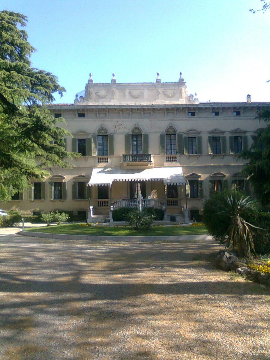 Palazzo nel parco a Verona