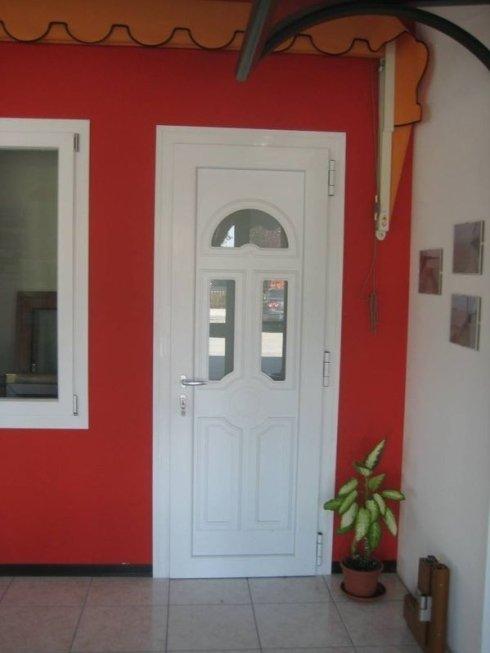 manufatti in pvc; porte in alluminio per interni; porte per interni