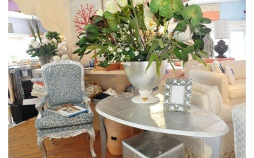 Tavolino e poltroncina imbottita