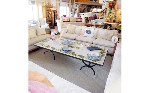 Tavolino con pianale decorato