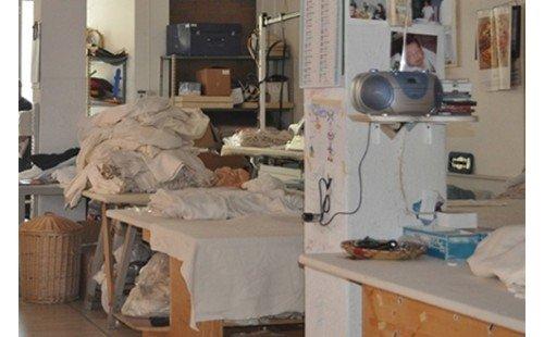 Laboratorio con macchine da cucire