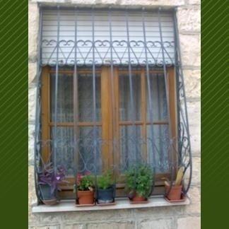 serranda finestra in ferro battuto