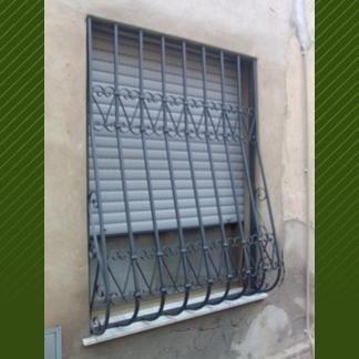 serranda finestra in ferro battuto con decorazioni