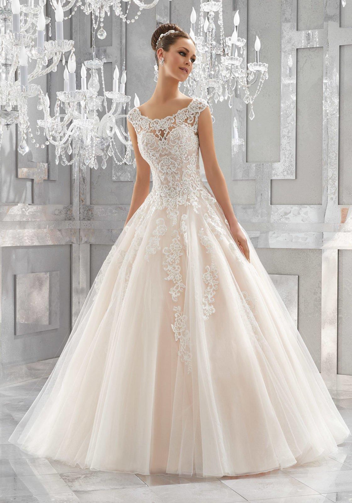 Vestiti da sposa gallarate – Modelli alla moda di abiti 2018 c16adcc6628
