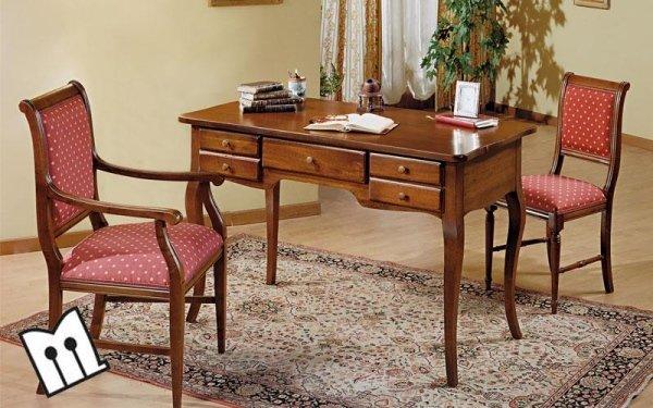 Poltrona, sedia e scrivania