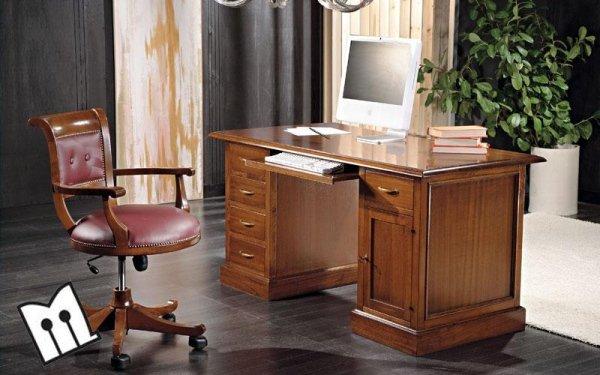 Poltrona girevole e scrivania porta computer