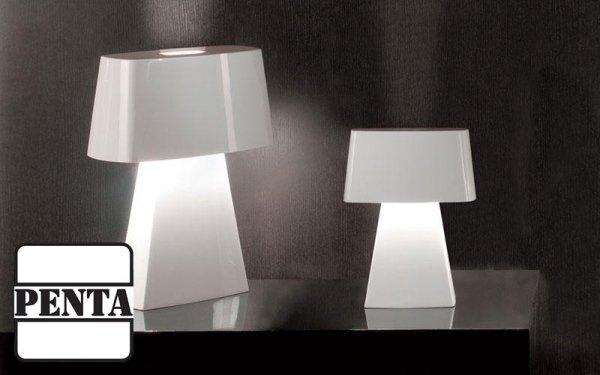 Lampada da tavolo con struttura in espanso termoplastico