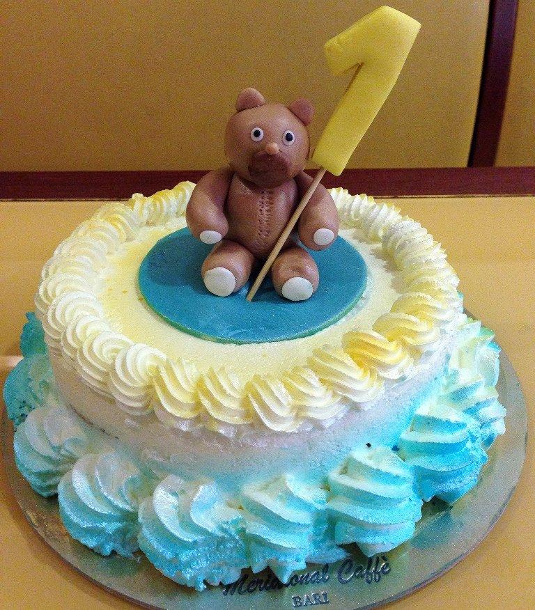 torta con orsacchiotto
