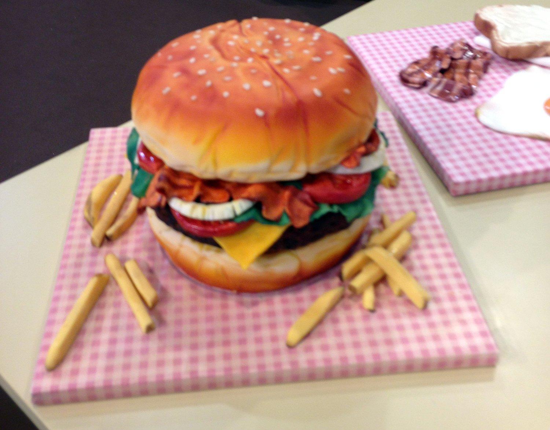 torta hamburger e patatine