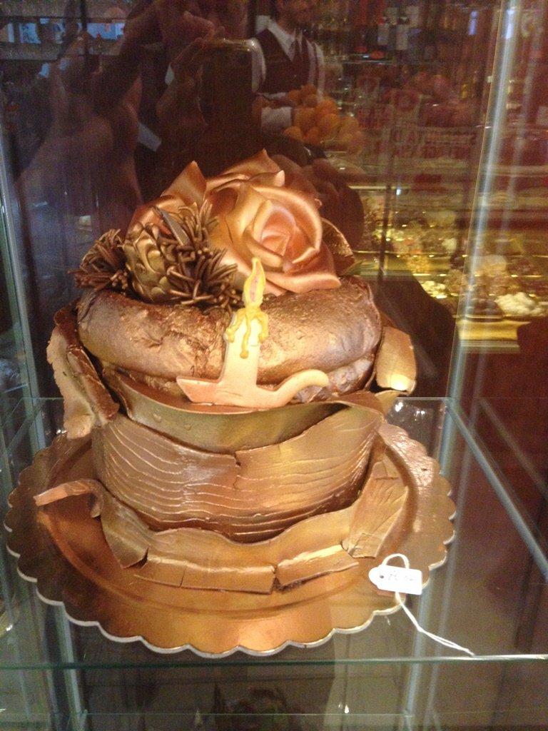 pandoro decorato con cioccolato