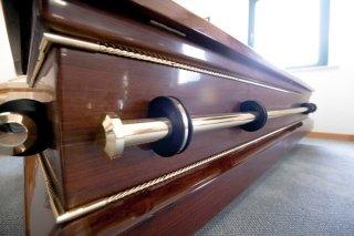 dettaglio su cassa funebre