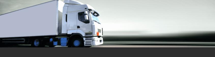 vista laterale di un camion con rimorchio