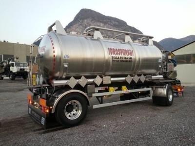 veicoli con cisterne