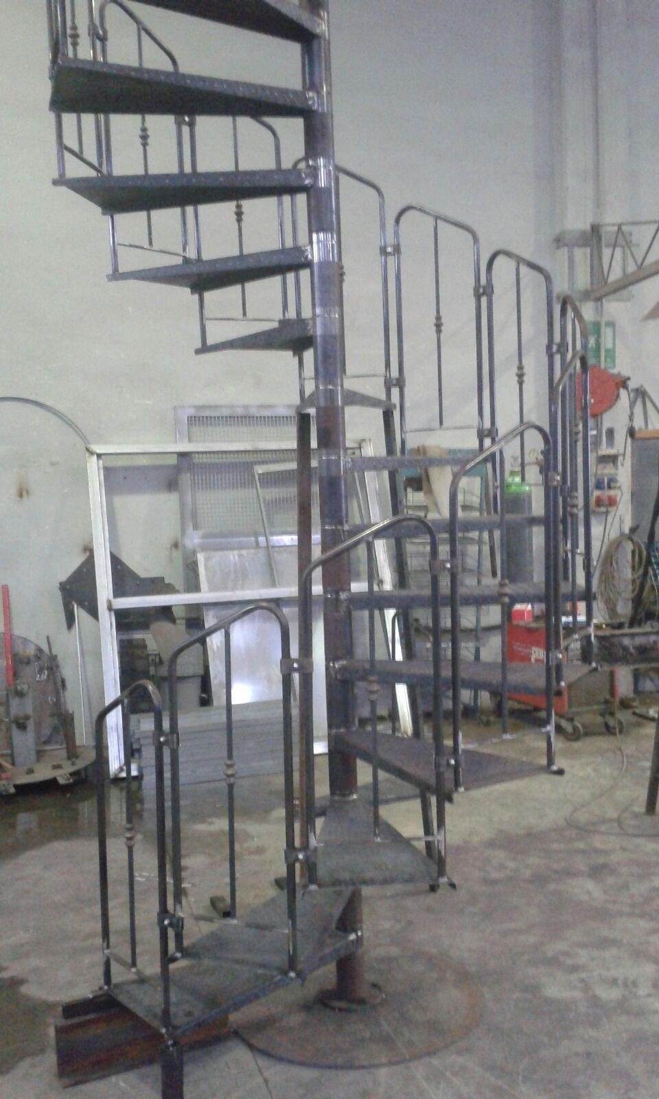 Realizzazione di scale a chiocciola in ferro