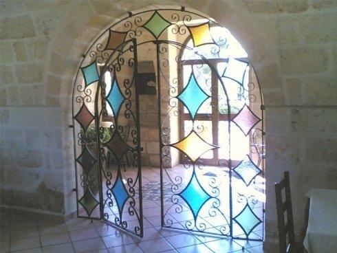 portoni con decorazioni in vetro