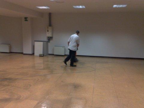 deceratura pavimentazione con ausilio di monospazzola e dichi abrasivi