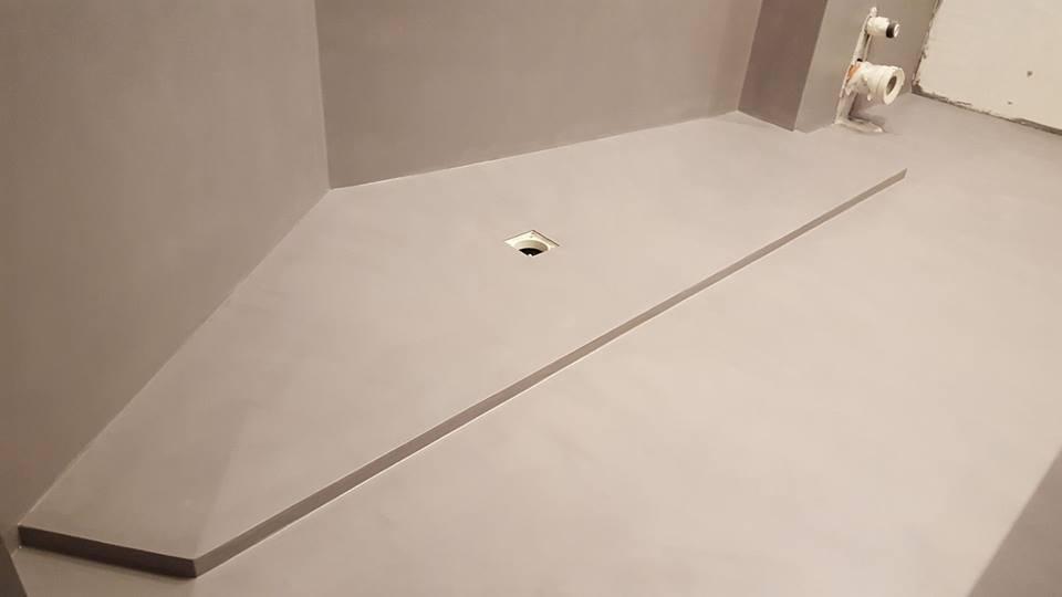 pavimento in resina in costruzione