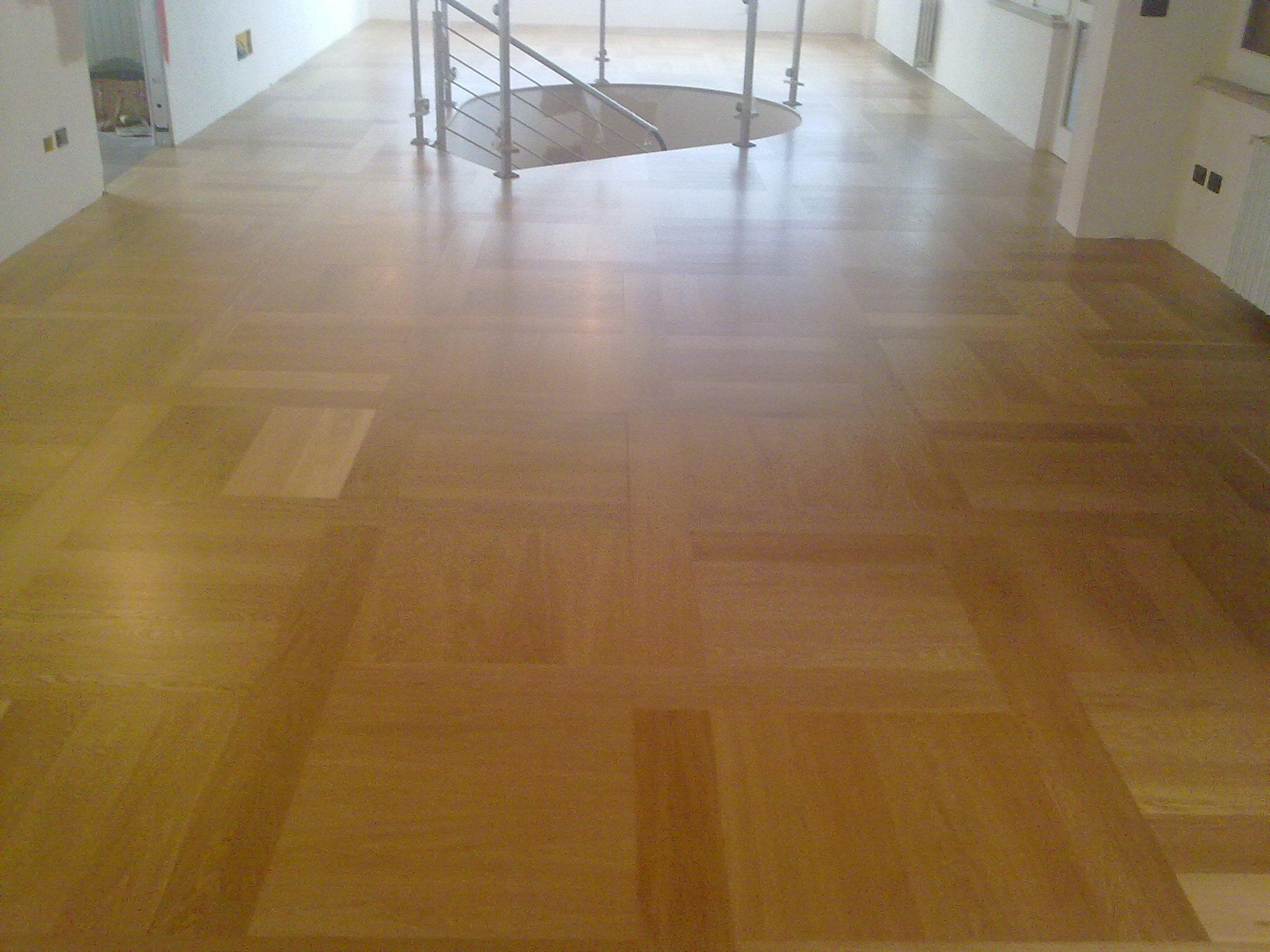 pavimento in legno lucido
