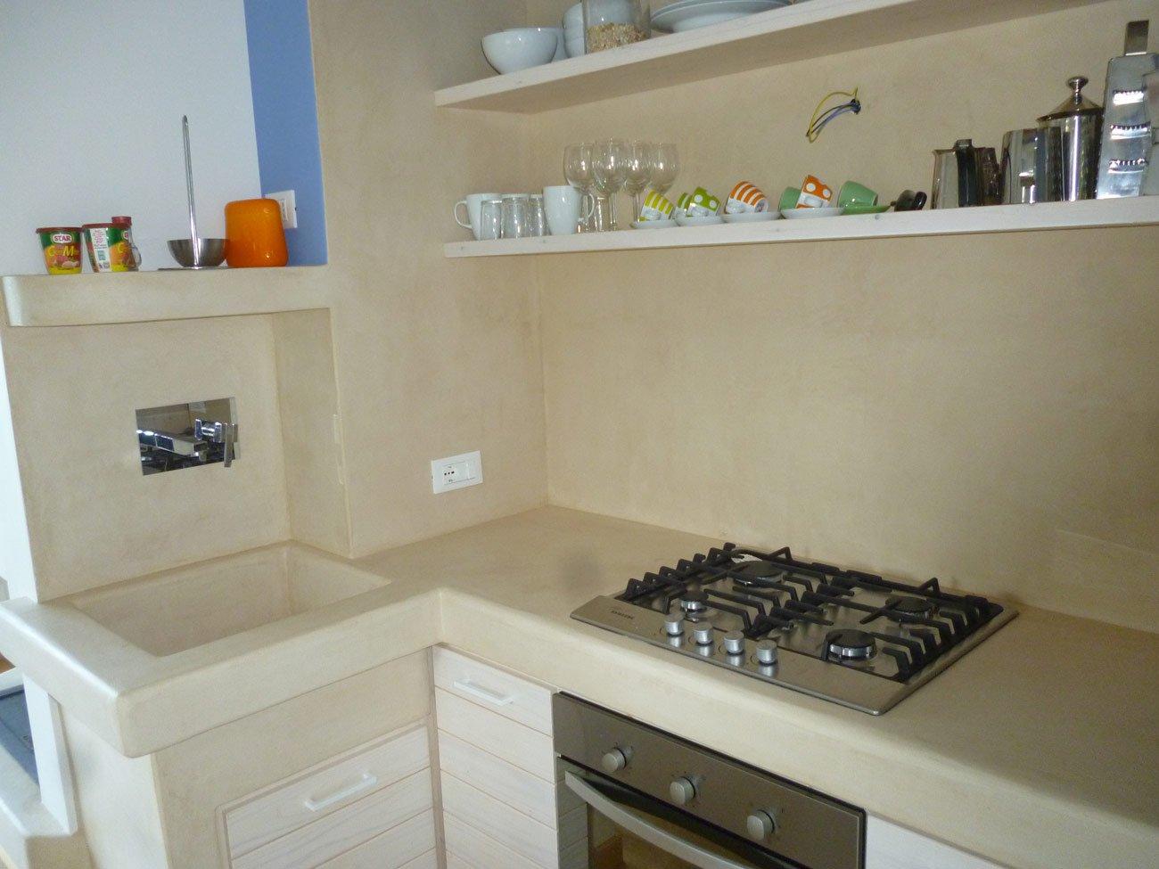 rivestimenti in resina in una cucina