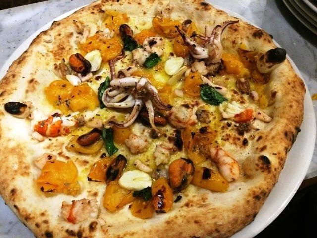 Pizza con pomodoro giallo