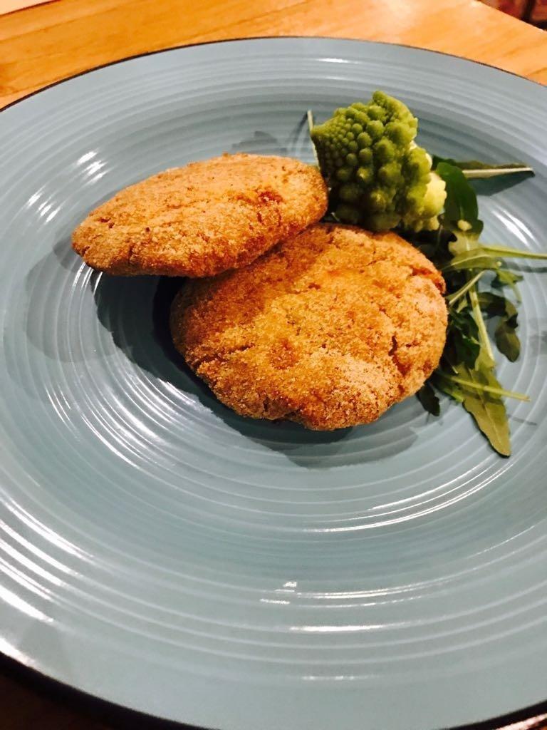 Hamburger vegetariano artigianale con broccolo romanesco e patate di Avezzano