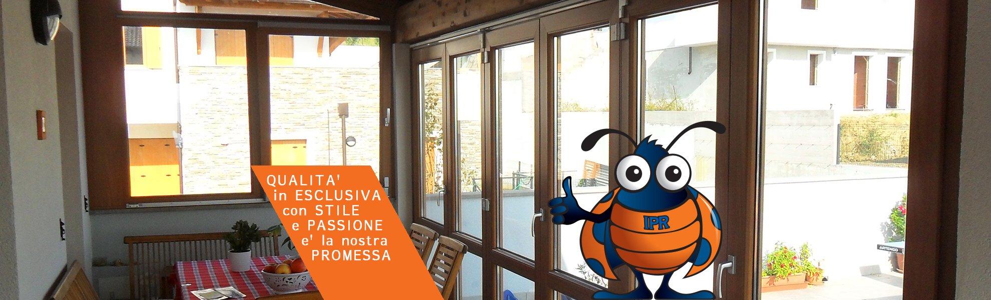 vista laterale di porte interni in vetro con titolo diapositiva