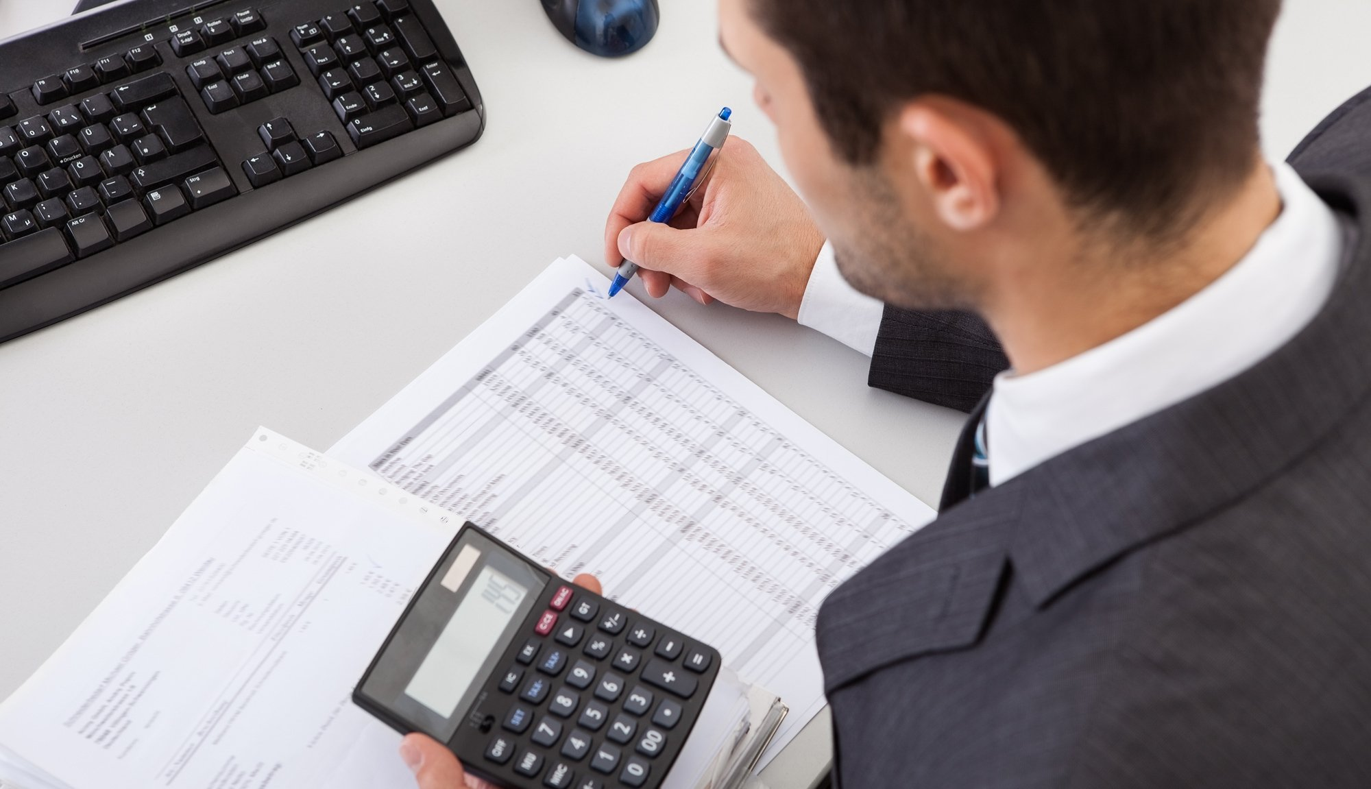 Expert providing tax returns and filing services in Richmond