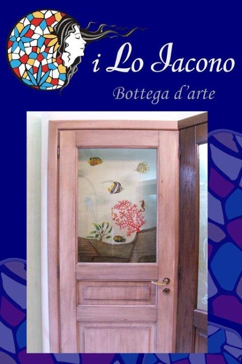Porte in legno massello con vetrate cesellate