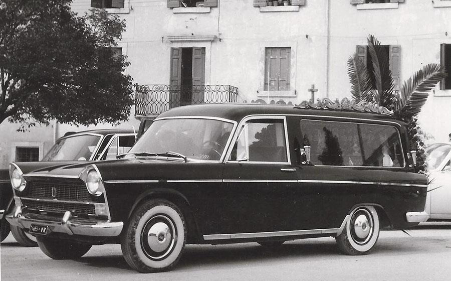 un carro funebre antico