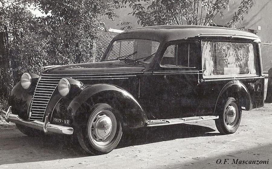 un carro funebre d'epoca