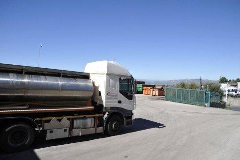 camion con serbatoio in alluminio