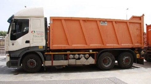 camion a rimorchio ribaltabile