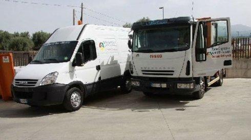furgone e piccolo camion di trasporto rifiuti