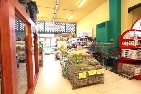 negozio di articoli ed alimenti per animali domestici