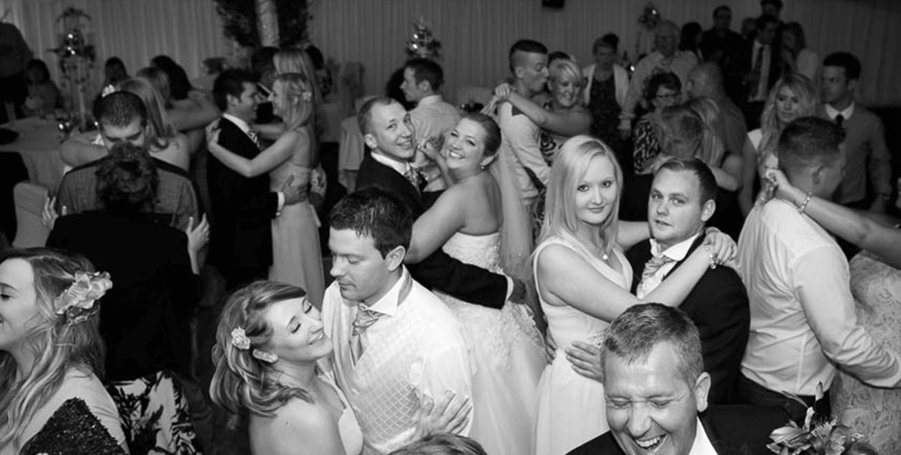 couples dancing at wedding