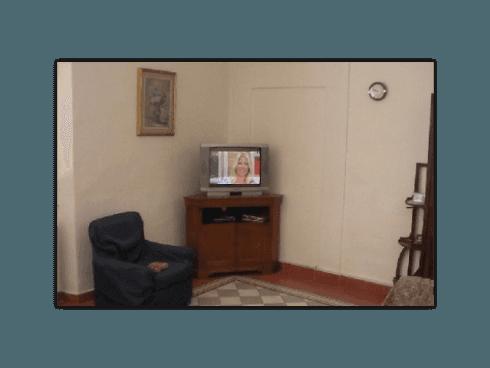 Presso il nostro centro per anziani, gli ospiti potranno seguire in compagnia programmi televisivi.