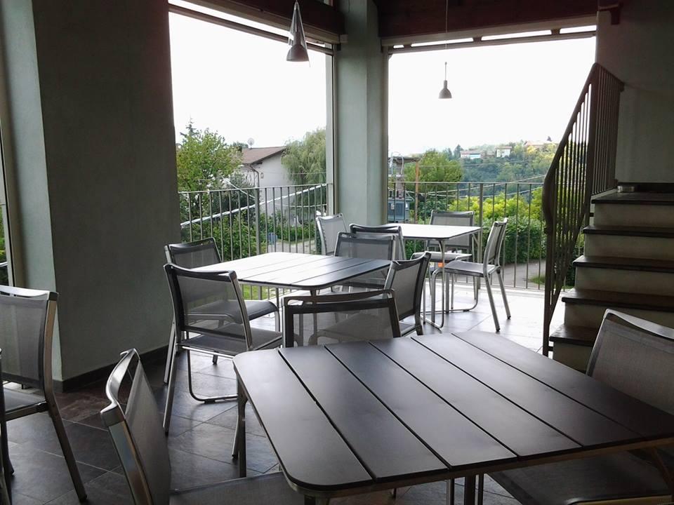 ristorante con vista fuori