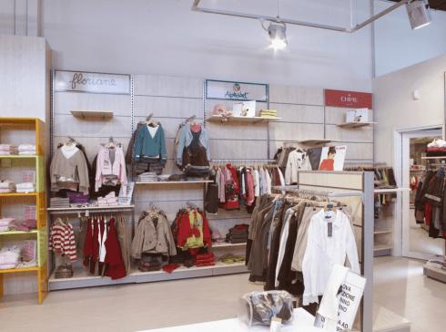 Arredamento presso negozio abbigliamento
